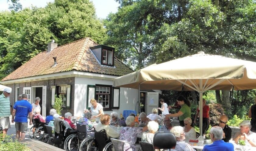 De Zonnebloem wil graag activiteiten voor senioren blijven organiseren. Koop daarom loten via de website. Foto: Zonnebloem Voorschoten