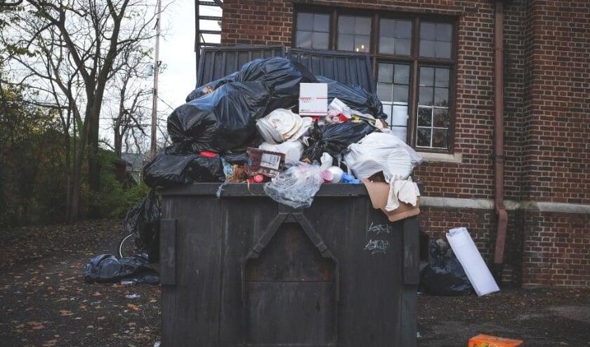 <p>Zo moet het dus niet, scheiden van afval is niet alleen beter voor het milieu maar ook voor de portemonnee nu het verwerken van restafval flink duurder wordt.&nbsp;</p>