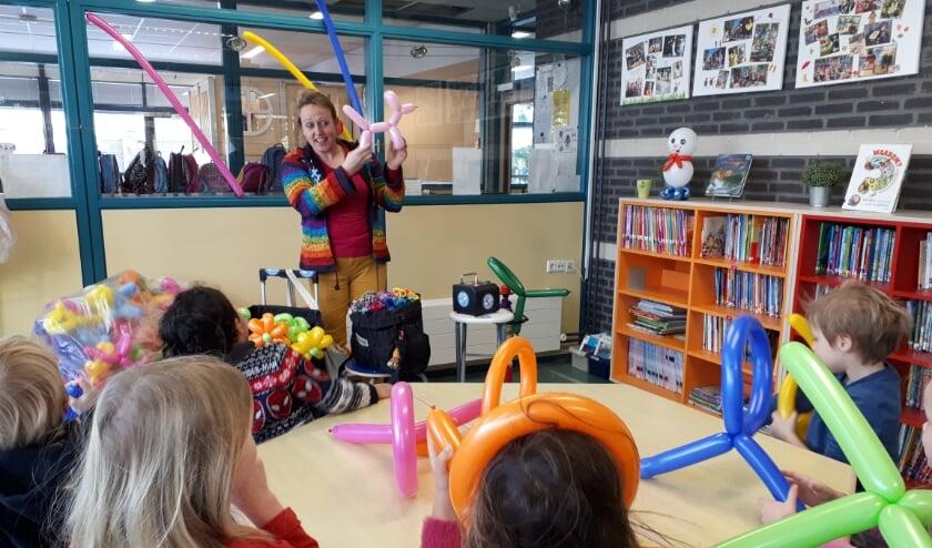 <p>Een ballonnenfeestje voor de kinderen van de Gevers Deynootschool. Foto: PR</p>