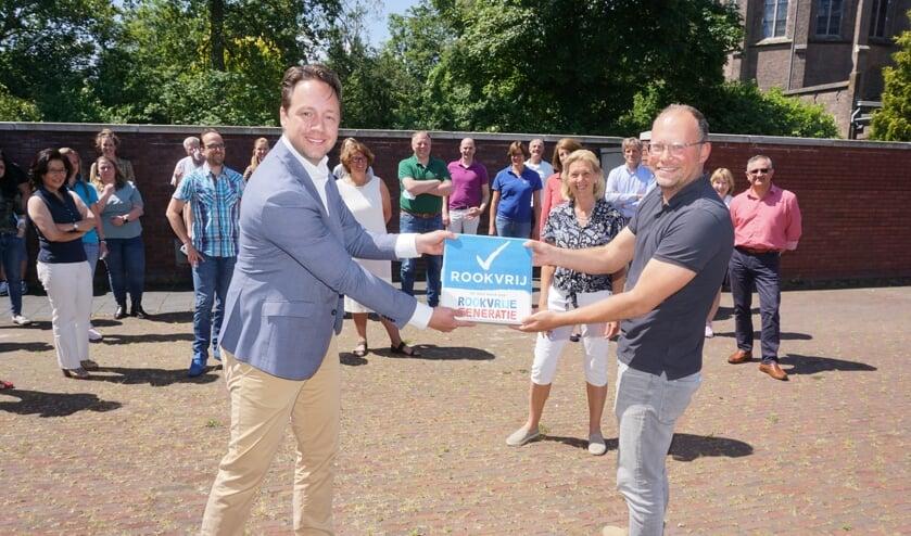 <p>Vlnr wethouder Paul de Bruijn, Katja van der Klaauw en Oscar Nijst. Deze foto is conform de coronaregels gemaakt. Foto: VSK </p>