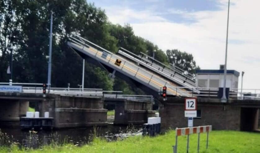 <p>Afgelopen zaterdag weigerde de Hooghkamerbrug weer dienst. De Provincie is nu een onderzoek gestart.&nbsp;</p>