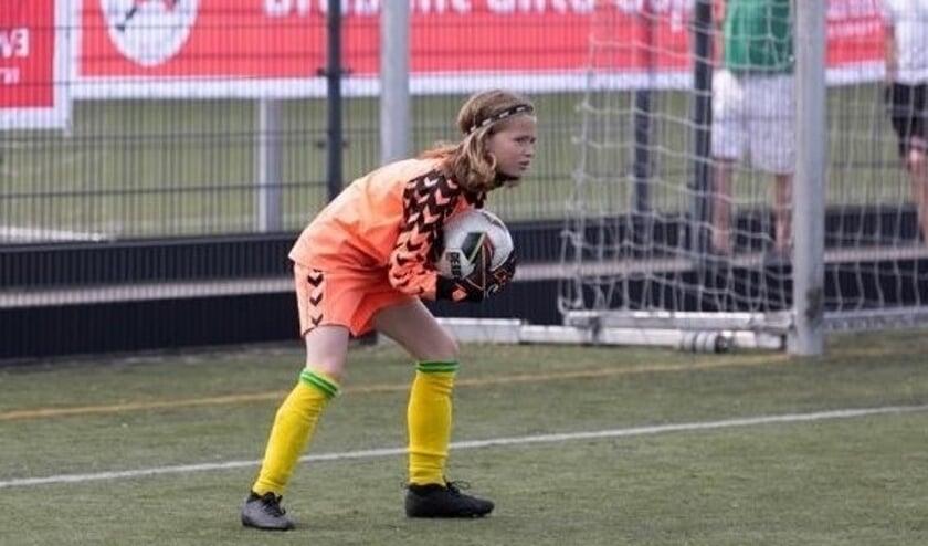 <p>Keeper Simone Hillenaar in actie </p>