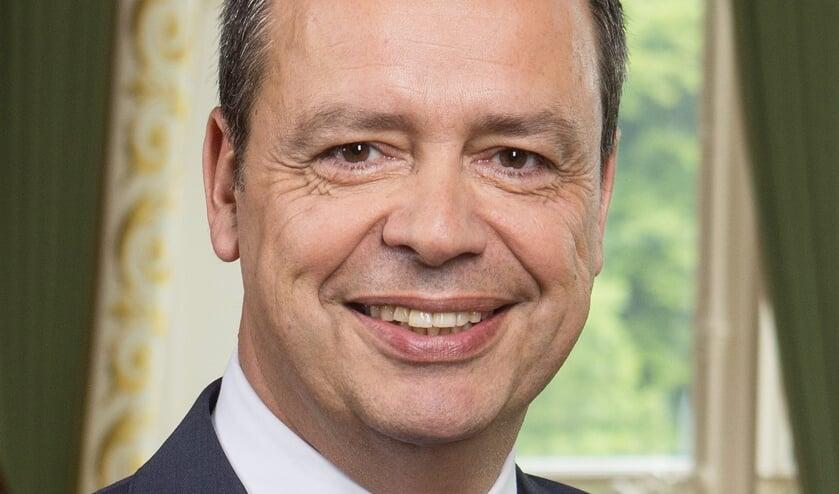 <p>Burgemeester Van der Hoek</p>