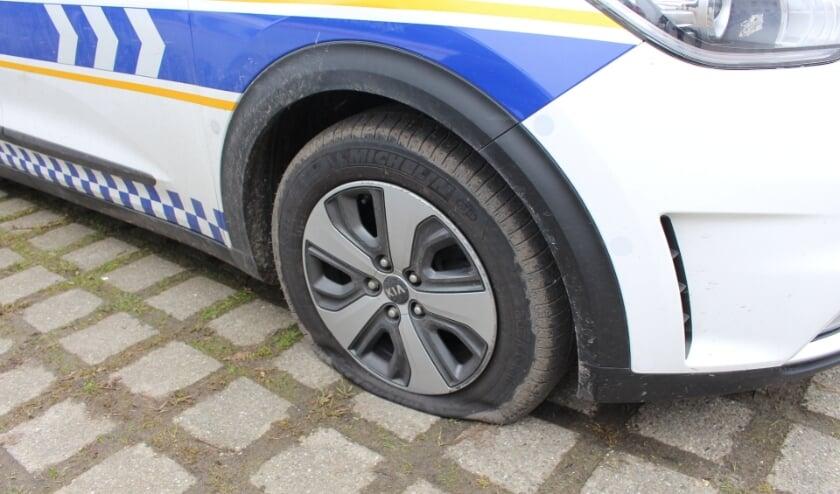 ZIERIKZEE - Woensdag 10 maart trof Handhaving hun voertuigen op de parkeerplaats aan de Laan van Sint Hilaire in Zierikzee aan met lekke banden. Mogelijk had iemand het gemunt op de voertuigen. De banden zullen vervangen worden en Handhaving vraagt getuigen van het incident zich te melden.