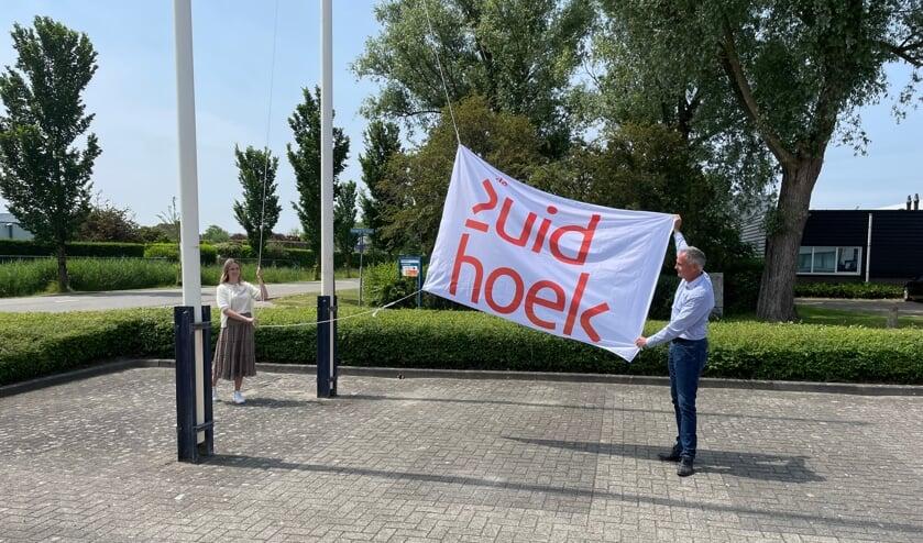 <p>Paula Schot en Jos Rijk onthullen het nieuwe logo</p>