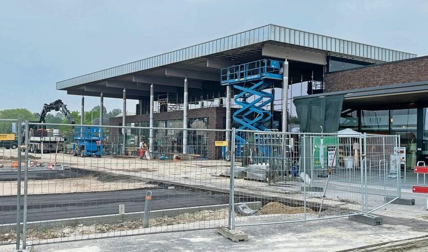 <p>De bouw van de nieuwe Albert Heijn in Zierikzee verloopt zeer voorspoedig en gaat 2 augustus open.</p>