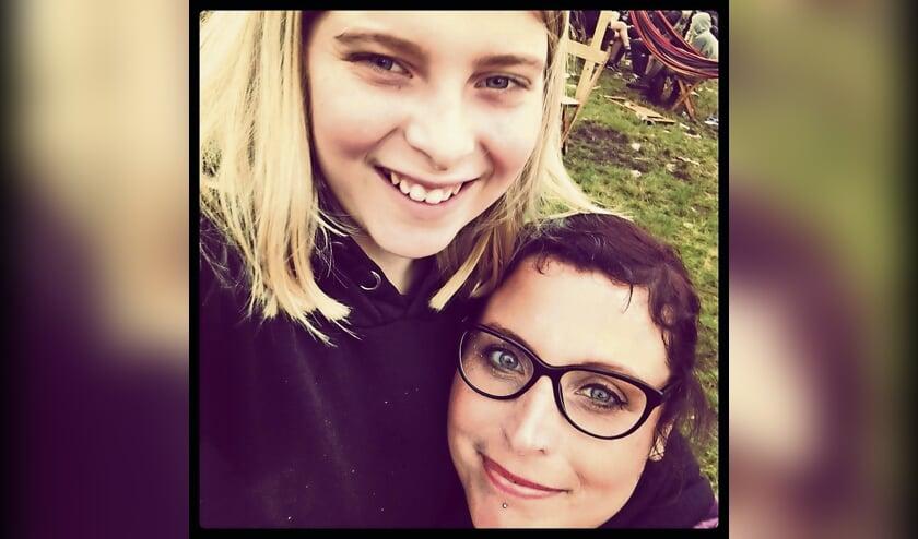 <p>Jens met zijn moeder</p>