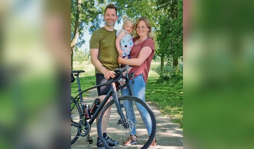 <p>Willeke Goudzwaard, dochter Lexi en Swen Thijssen verloren een dochter en een zusje, maar willen daar heel open over zijn.<br><br><br></p>
