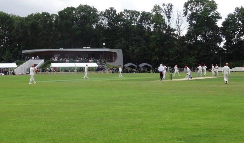<p>Het hoofdveld van de Voorburg Cricket Club tijdens een wedstrijd (foto: VCC).</p>