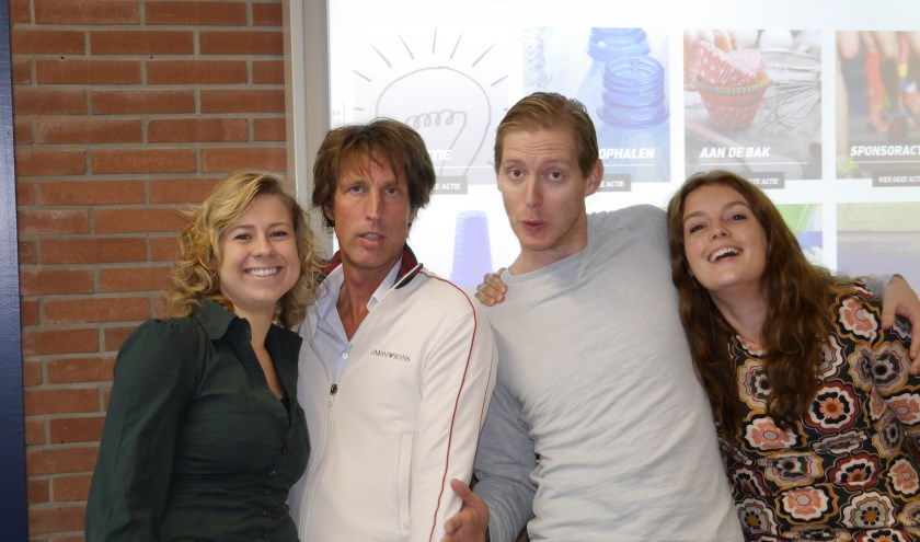Van 18 tot en met 21 december worden vier docenten opgesloten in het ONC Glazen Huis: (v.l.n.r.)  Lizzy van der Helm, Hans van der Kraan, Daan Veenstra en Mariette van Hanswijk. Foto: pr