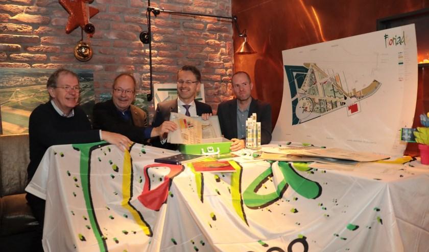 Voorzitter HGOS, Bert van Eken, landschapsarchitect Michiel den Ruijter, wethouder Robin Paalvast en gemeente archivaris, Leonard Korevaar. Foto: Jan van Es