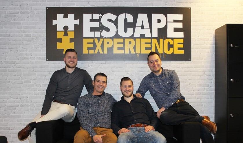 Kevin, vader Peter, Nick en Wesley van der Burg hebben een hele spannende Escape Room gebouwd in Bezuidenhout in Den Haag.