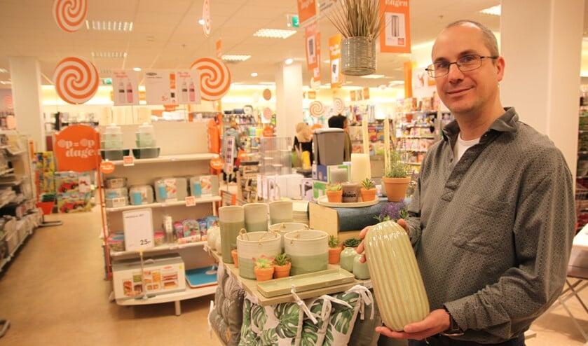 Edwin Lantrok werkt al 22 jaar met veel plezier bij Blokker en ook in Nootdorp heeft hij het dik naar zijn zin.