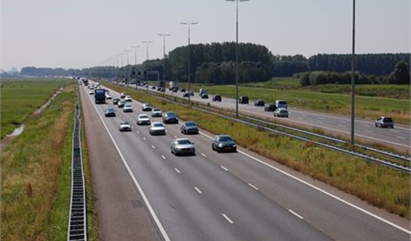 De gemeente Leidschendam-Voorburg wordt omgeven door rijkswegen met veel verkeer, dat veel fijnstof veroorzaakt (archieffoto Dick Janssen).