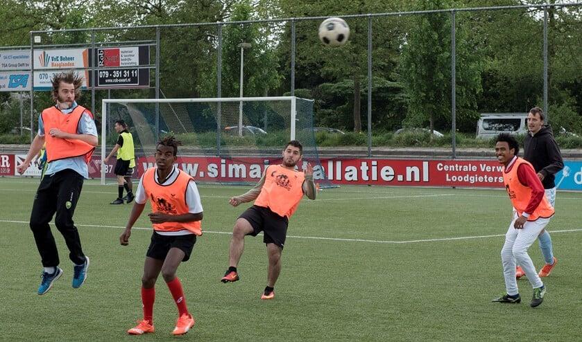 Respect voor elkaar en plezier in het spel voerden de boventoon tijdens Voetbal Verbindt (foto: Michel Groen).