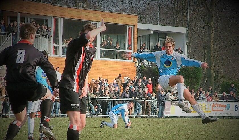 Mitchel Beijersbergen keert via Noordwijk, ARC en FC Rijnvogels terug bij RKAVV, met welke club hij op 24 februari 2008 nog tegen HBS in de 1e klasse speelde (archieffoto: AW).
