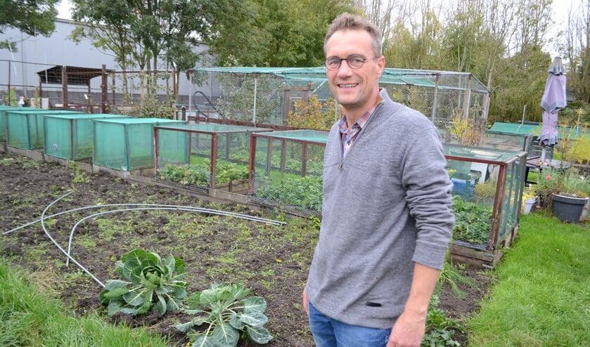 CDA-raadslid Ron van Duffelen stelt vragen over bouwplannen Sportpark Duivesteijn (Foto: IK)