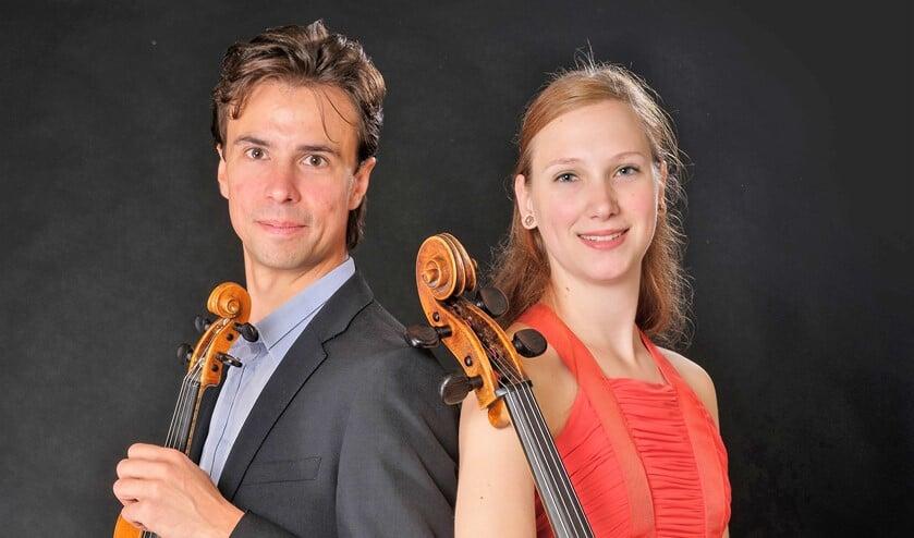 Het Voorburgse duo Sergey Arseniev op viool en Jobine Siekman op cello (foto: Jan Hordijk).