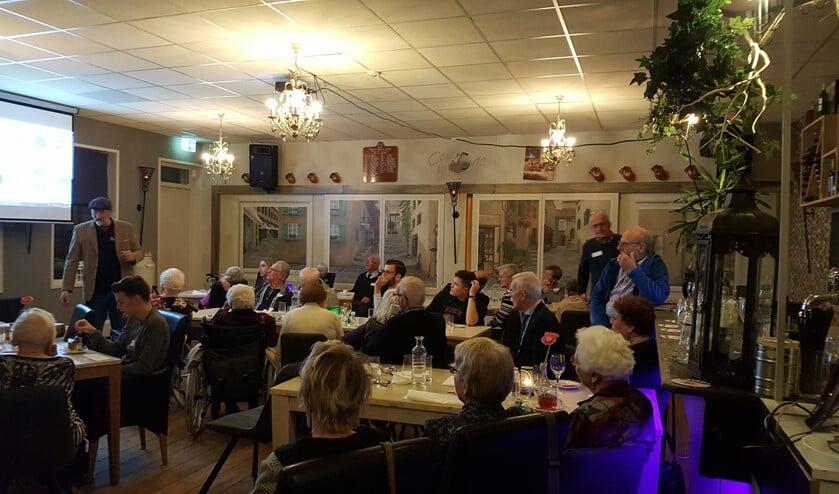 Dorpshistoricus Erik Bevaart gaf een zeer boeiende lezing in restaurant Tout le Monde.