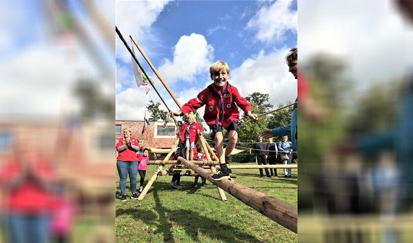 Al klimmend, klauterend en balancerend gingen de scouts over naar de andere speltak (foto: pr)..
