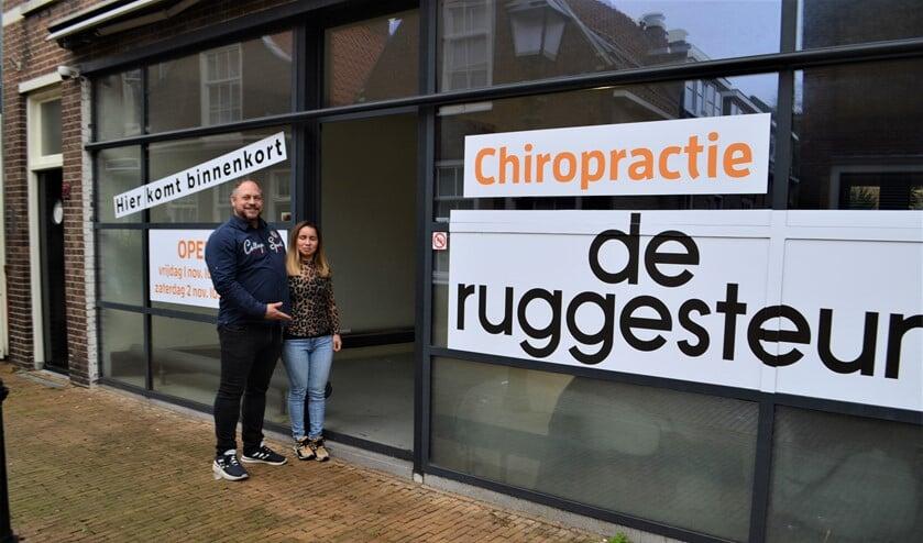 Nathan de Boer nodigt belangstellenden uit een kijkje te nemen in zijn nieuwe chiropractiepraktijk tijdens de open dagen op 1 en 2 november (foto: Inge Koot).