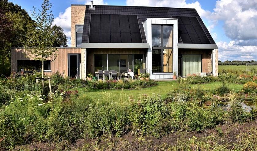 Ook Madelein en Arie Vreeken, bewoners van het nieuwe huis Noortheylaan 13 in Leidschendam, doen mee aan de Nationale Duurzame Huizen Route (foto:pr).