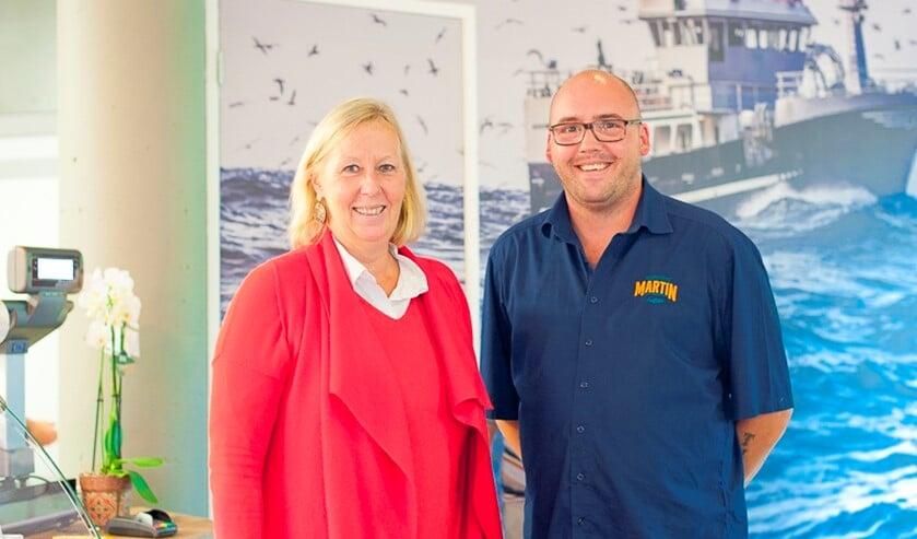 Wethouder Astrid van Eekelen opende de winkel van Visspecialist Martin (foto: Nathalie van Heijningen).