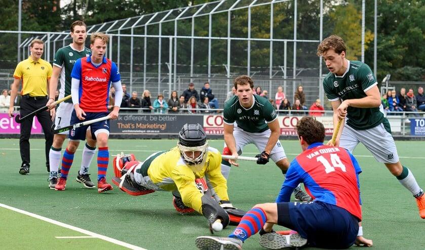 Felle duels werden uitgevochten voor beide doelen (foto: Hein Athmer).