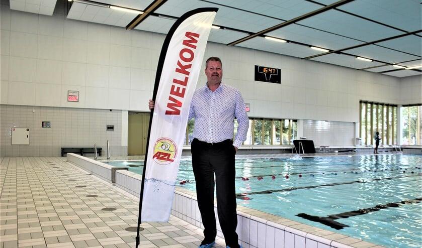 Voorzitter Michiel Schapers van de Algemene Zwemvereniging Leidschendam, die zelf al 25 jaar zweminstructeur is en instructeurs opleidt (foto/tekst: DJ).