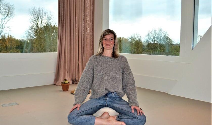 Yoga Center Karuna van Kirsten Kurvers verzorgt nu ook lessen in de yoga studio van Ivy Boutique Wellness (foto: Inge Koot).
