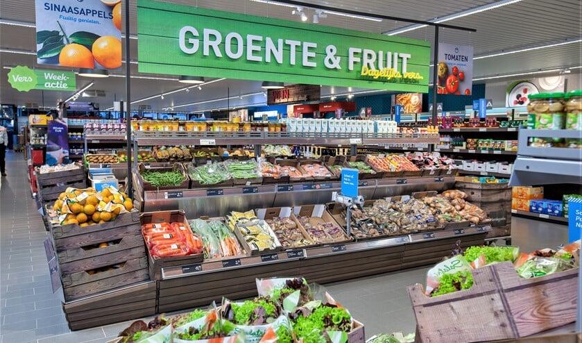 In de vernieuwde Aldi ligt de nadruk op de presentatie van vele versproducten zoals groente, fruit, brood, vlees en vis (foto: pr).