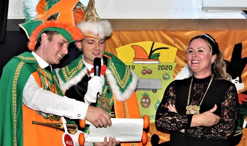 Het nieuwe prinsenpaar Prins Transportador (Remko Kloosterman) en Page Silke (van Hagen) werd gepresenteerd (foto: pr Damzwabbers).