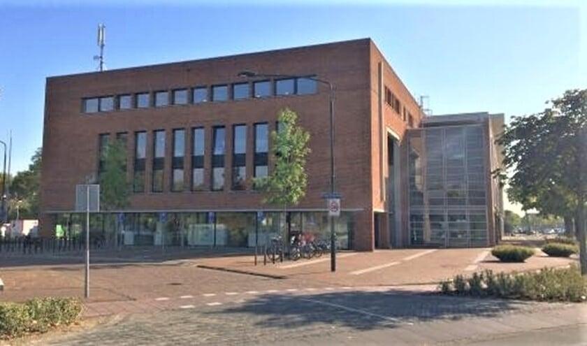 Het Servicecentrum van de gemeente Leidschendam-Voorburg aan de Koningin Wilhelminalaan in Leidschendam (foto: gemeente LDVB).