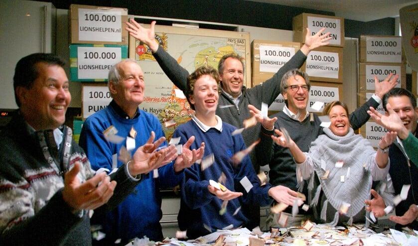 Enthousiasme bij het tellen van de koffiepunten (archieffoto pr Lions Voorburg).