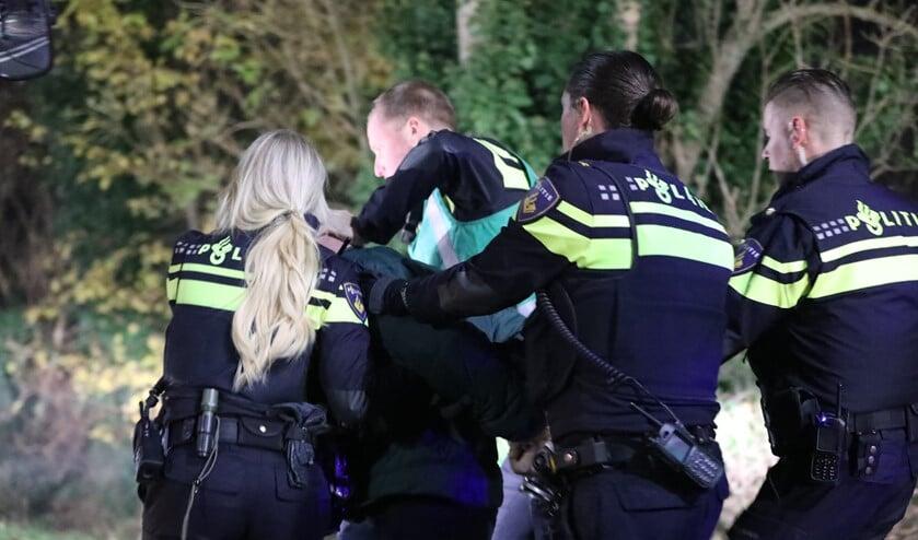 De bewoner werd aangehouden nadat hij hulpverleners had aangevallen (Foto: Regio15)