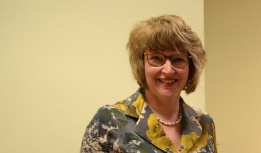 Wethouder Juliette Bouw informeert de gemeenteraad over tekort aan huishoudelijk ondersteuning (archieffoto).