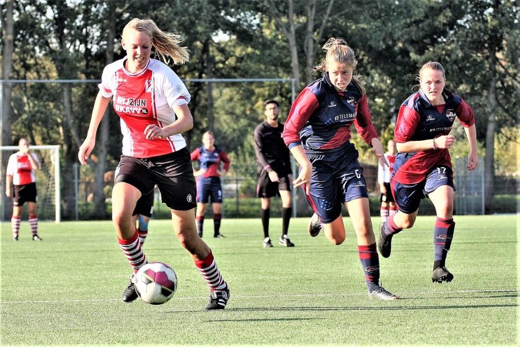 Jenske Kroes (RKAVV Vrouwen) scoorde 2-3 tegen de koploper (archieffoto: AW).   © Het Krantje