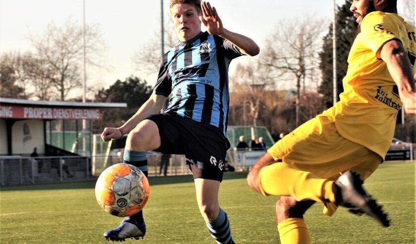 Tom Bijen (Forum Sport) bracht zijn club terug in de wedstrijd (1-1), maar baten mocht het niet (archieffoto: AW).