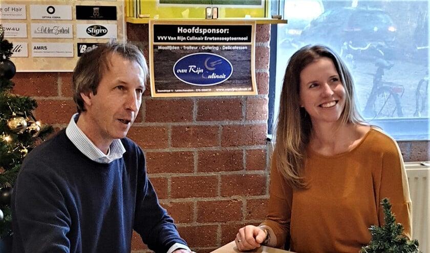 Mark van 't Walderveen van VVV en Chantal van Rijn van Van Rijn Culinair tekenden een 3-jarige overeenkomst (foto: pr).