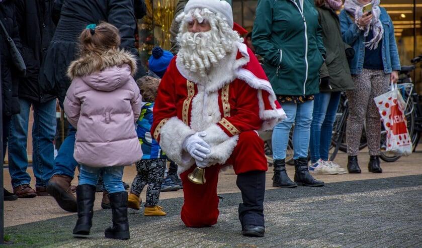 Op de Christmas Wrecking Ball in Leidsenhage (Westfield Mall of the Netherlands) om een prijs te bemachtigen (foto: Ap de Heus).