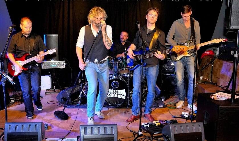 Tijdens het Pop-Café speelden drie bands, waaronder The Androgynz' met stevige rockmuziek (foto: Ot Douwes).