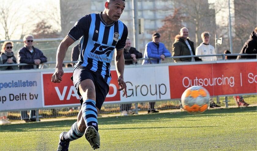 Jerone Godett (Forum Sport) maakte tegen sv Poortugaal als invaller zijn officiële debuut (foto: AW).