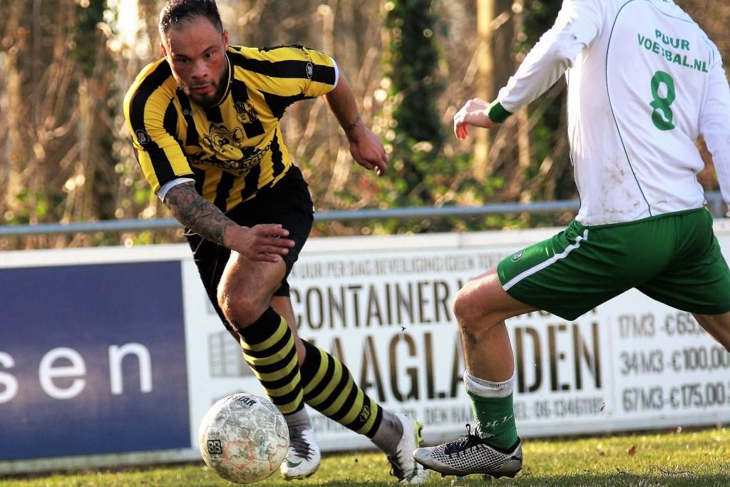 Tomas Ruijgrok (Wilhelmus) scoorde tegen DHL al na 8 minuten 1-0 (foto: AW).  © Het Krantje