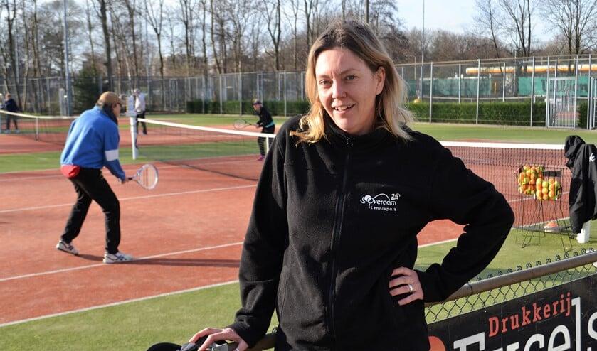 Ellen Klaarhamer is de enthousiaste parkmanager van tennispark Overdam (foto/tekst: Inge Koot).