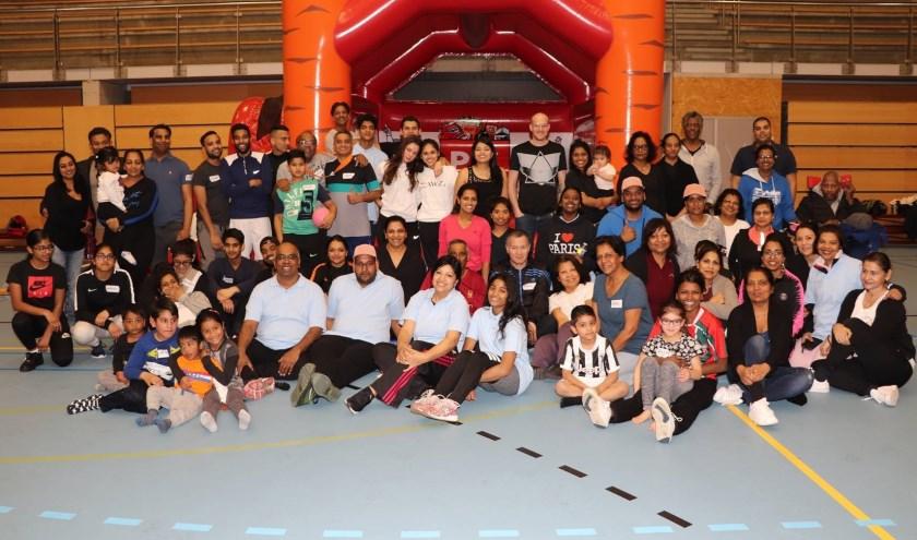 Een bont gezelschap van jong en oud nam deel aan de sportdag van de Stichting Sociaal Culturele Activiteiten Zoetermeer (SSCAZ). Foto: pr