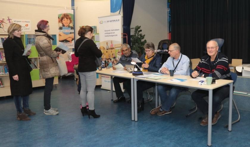 Stembureau 61, gevestigd in IKC De Waterlelie in de wijk Rokkeveen. Foto: Jan van Es