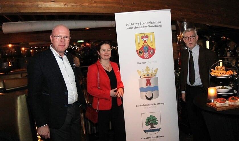 De burgemeester ontvangt de ambassadeur van Polen in december. Toen leek er nog geen vuiltje aan de lucht (foto: Ap de Heus).