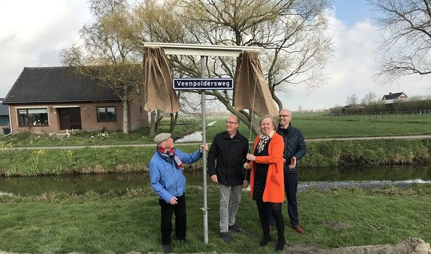 De onthulling van het naambord van de toekomstige rondweg bij Stompwijk (archieffoto).