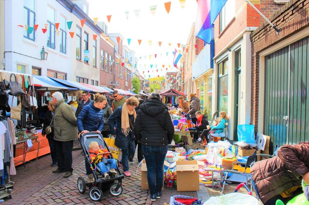 Vrijmarkt in de Venestraat (archieffoto DJ).  © Het Krantje