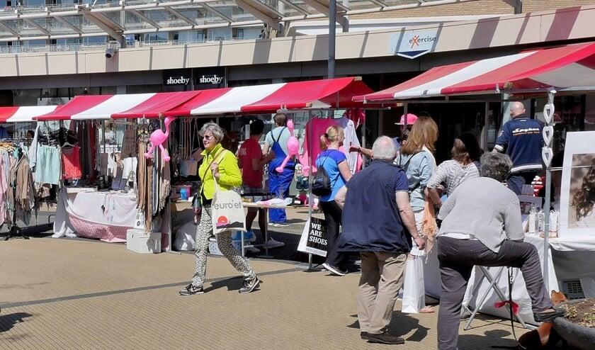 De Voorjaarsmarkt op De Julianbaan (archieffoto DJ).